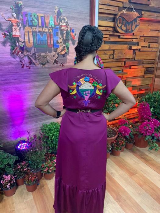 """Presidenta del jurado de Olmué 'la Chinganera' deslumbra con un look feminista: """"Ni una menos"""""""