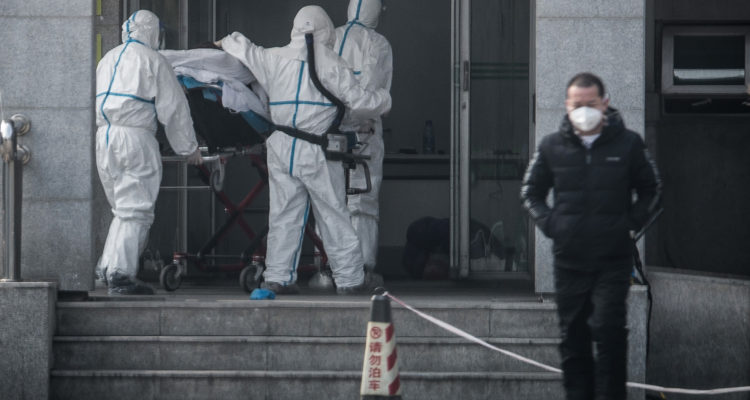 Médico que atendía enfermos con coronavirus muere en China