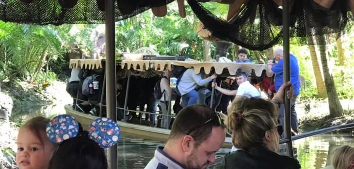 atracción acuática de Disney se hundió con decenas de pasajeros a bordo