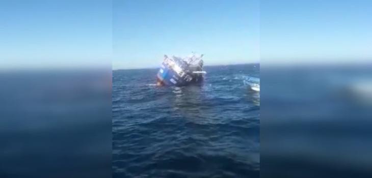 Video muestra momento en que lancha se vuelca en costas del Bío Bío