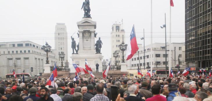 Captan enfrentamiento durante evento en rechazo a ataque contra monumento Héroes de Iquique