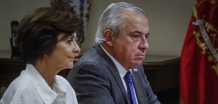 Jaime Mañalich (D), ministro de Salud y Paula Daza (I)subsecretaria de Salud