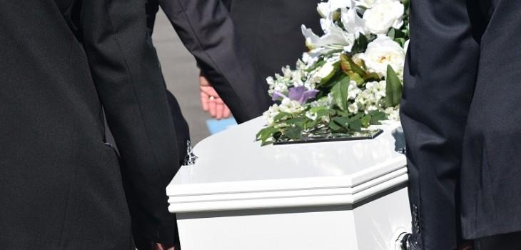 El grave error que llevó a hombre en Macedonia a organizar funeral de su madre supuestamente muerta