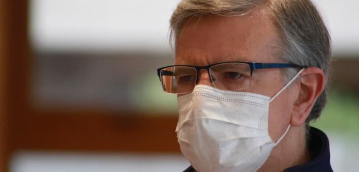 Joaquín Lavín muestra su primer almuerzo en residencia sanitaria