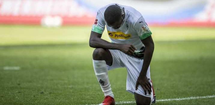 Cuatro jugadores arriesgan sanciones por realizar protestas antirracistas en la Bundesliga