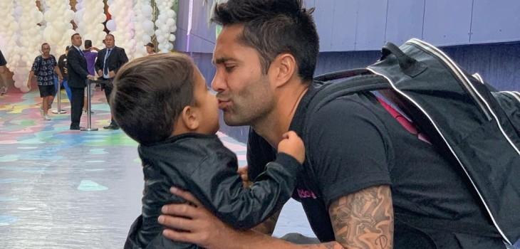 Luis Jiménez le cortó el pelo a su hijo