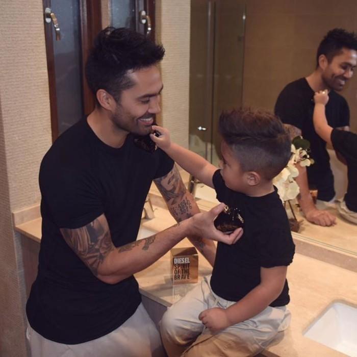 Luis Jiménez le cambió el look a su hijo
