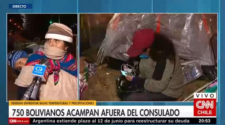 bolivianos afuera del consulado