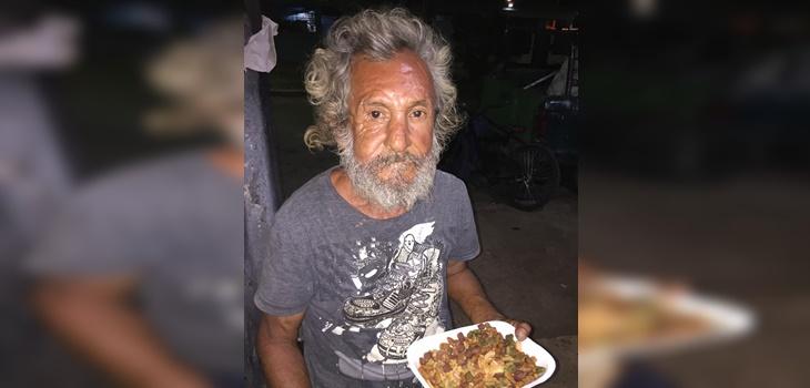 hombre que pedía comida recibió alimento para perro en México