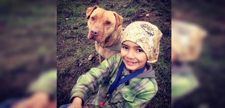 niño la rompe en redes sociales con videos mostrando cómo cuidar la naturaleza