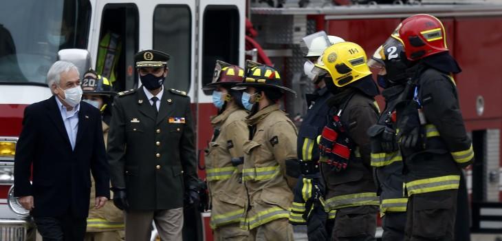 Piñera promulga ley que endurece sanciones contra quienes agredan a bomberos durante sus labores