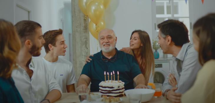 Impactante campaña de España muestra letales efectos de una reunión familiar durante la pandemia