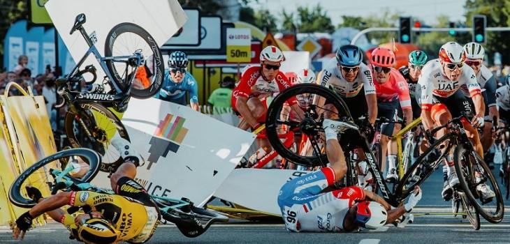 revelan informe médico de ciclista Jakobsen tras brutal accidente