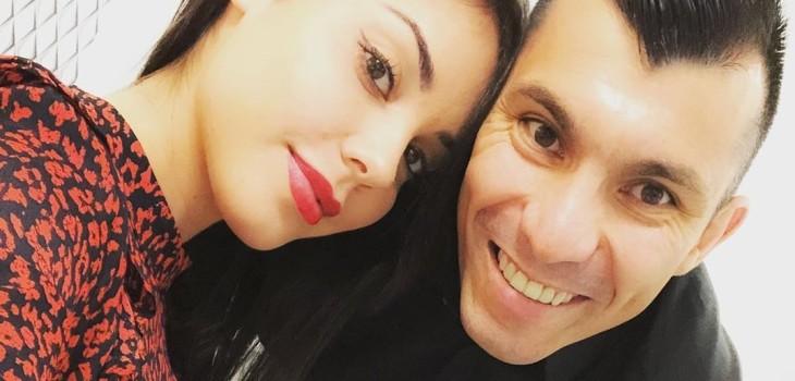 Cristina Morales y Gary Medel