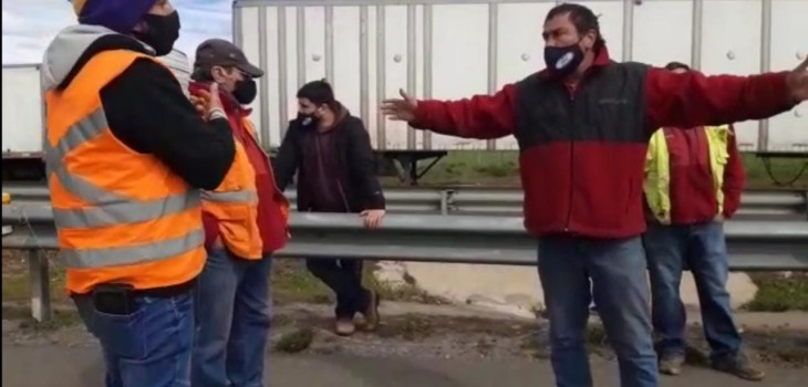 camioneros discuten en plena Ruta 68 en medio de paro del gremio