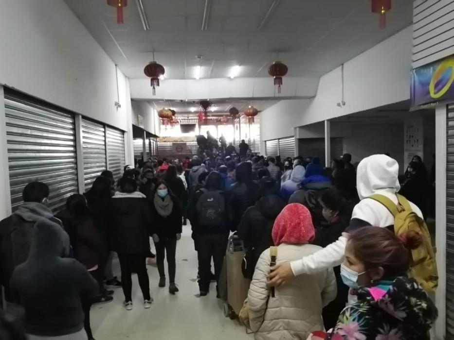 """gran aglomeración en """"mall chino"""" de Santiago tras fin de la cuarentena"""