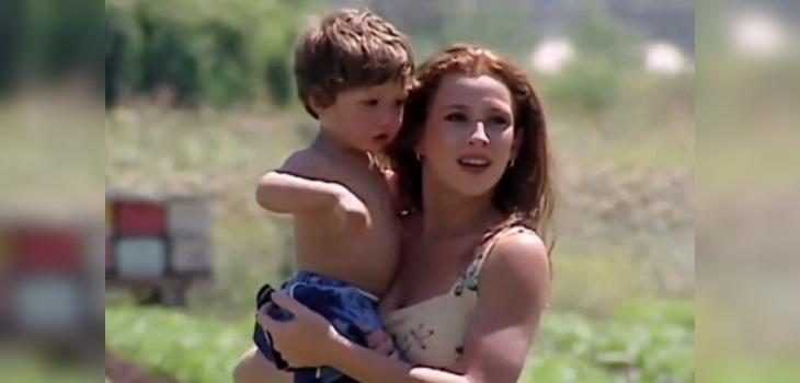 aquelarre sigrid alegria y su hijo