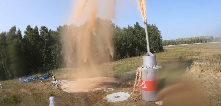 Youtuber ruso mezcló 10 mil litros de Coca Cola con Bicarbonato
