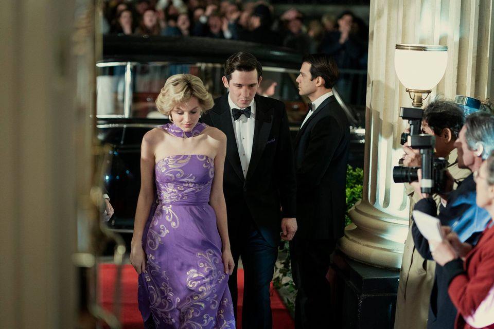 Emma Corrin como Diana en The Crown