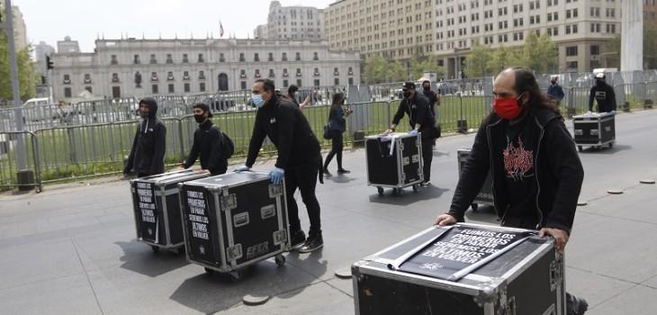 trabajadores del espectáculo se movilizan para entregar carta en La Moneda