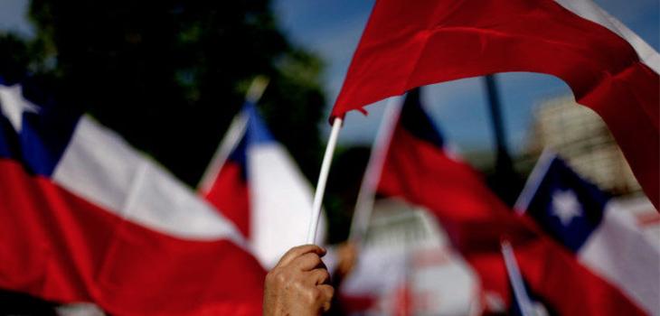 médico roba bandera chilena
