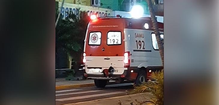 perrita sigue a su dueño que era transportado en ambulancia