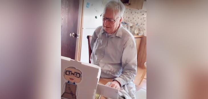 TikTok ayuda a repartidor de pizzas de 89 años