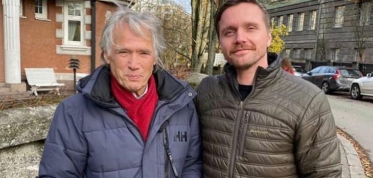 Tapani Brotherus posa con Pelle Heikkilä, actor que lo interpretó en Héroes Invisibles
