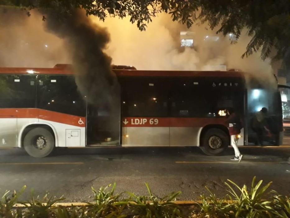 Joven inocente acusado de quemar bus del Transantiago demanda al Estado por $250 millones