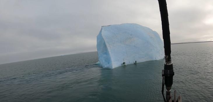 exploradores casi mueren luego que iceberg que escalaban se diera vuelta