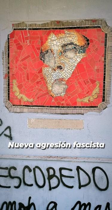 Delincuentes destruyen mosaico en homanaje a Pedro Lemebel en el centro de Santiago