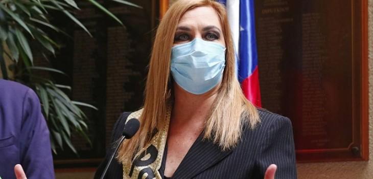 Pamela Jiles aparece por primera vez en lista de presidenciables de la encuesta Cadem