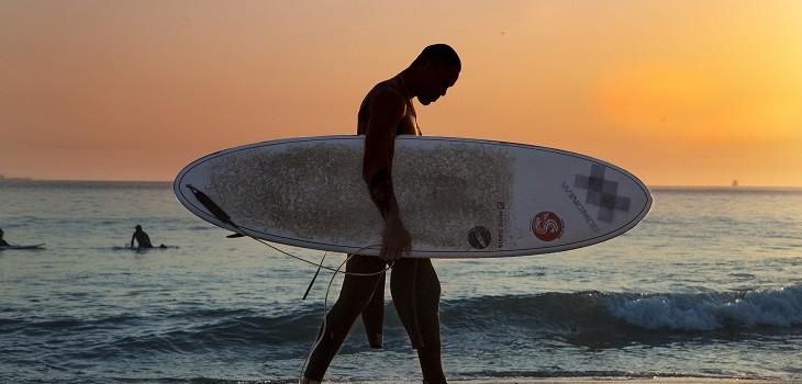 surfista tabla de surf