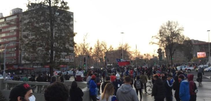 Manifestantes se congregan en la llamada 'Plaza Dignidad'