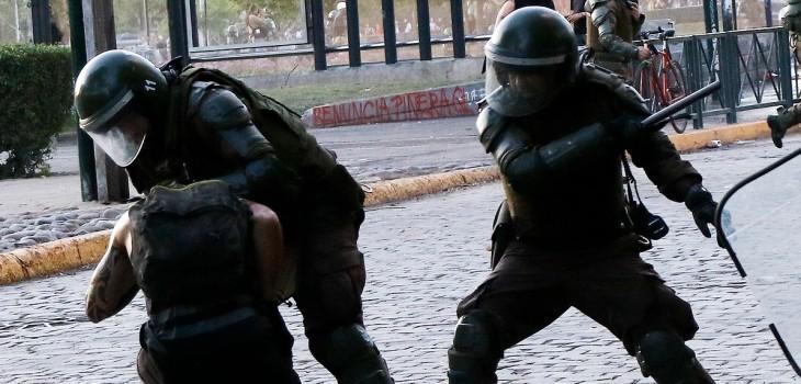 Fiscalía revela detalles de tortura de carabineros: a un detenido le aplicaron polvo de lacrimógena