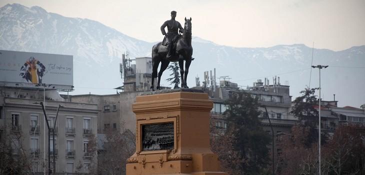 Resguardan monumento al general Baquedano