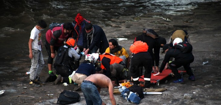 Difunden imágenes que evidenciarían que joven que cayó al río Mapocho fue empujado por carabinero