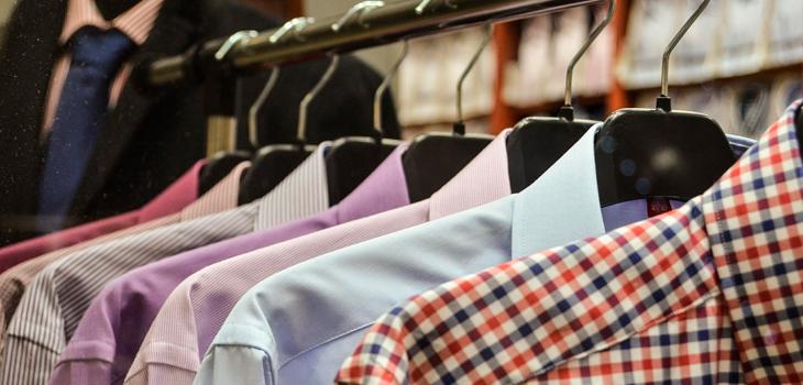 Error común tras llevar ropa a la tintorería