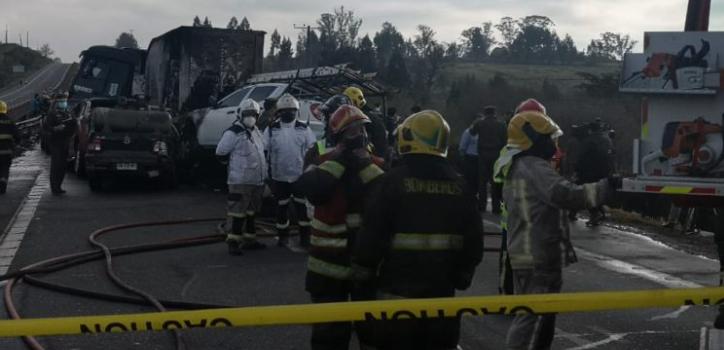 Identifican a víctimas fatales de múltiple colisión en Victoria