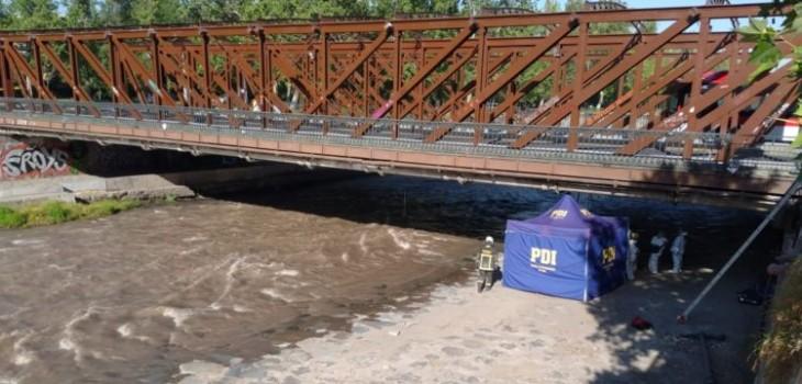 Encuentran cadáver a un costado del río Mapocho en cercanías del puente Purísima