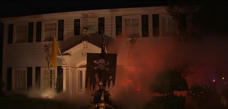 Parece que está en llamas: la casa que se ha hecho famosa por su impactante decoración de Halloween
