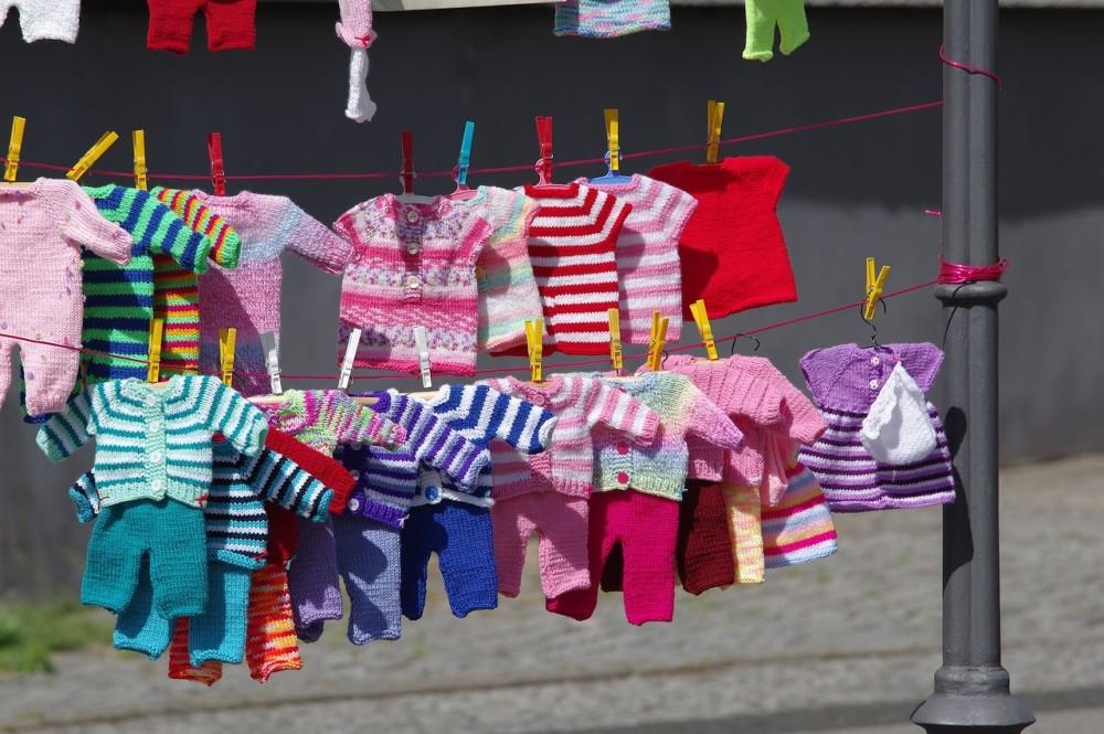 María Gracia Omegna usa ropa reciclada para su bebé