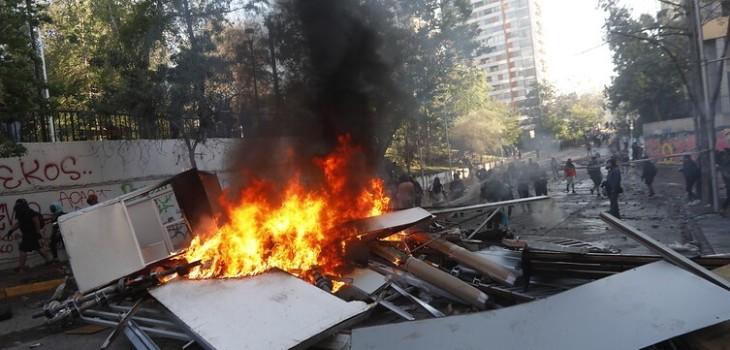 Galli dice que funcionario de la Armada fue detenido armando barricadas antes de incendio de iglesia