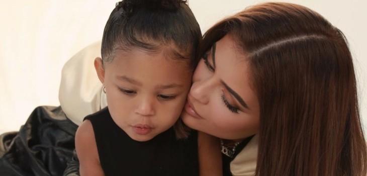Kylie Jenner se sumó a reto viral de TikTok y enterneció a seguidores con reacción de su hija Stormi
