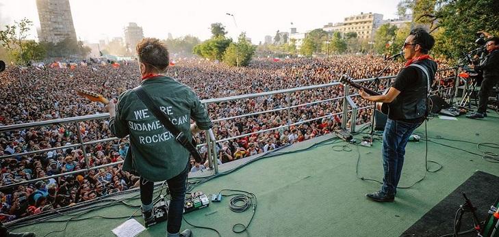 Liberan video de concierto de Los Bunkers en Plaza Italia