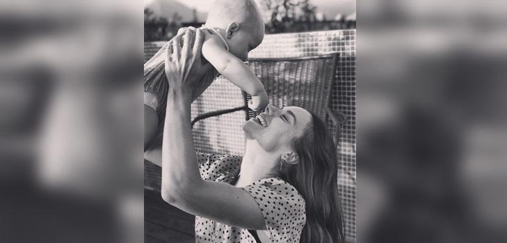María Gracia Omegna no le compra ropa a su bebé