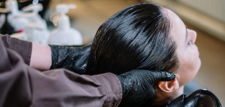 Especialistas explican por qué las mascarillas de pelo caseras no sirven y cuáles debes preferir