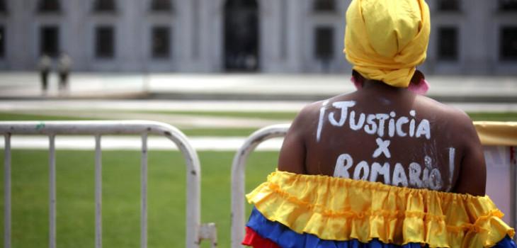 Mamá de joven muerto en estallido social protestó en La Moneda: