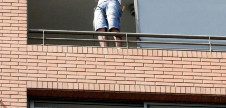 Delincuentes intentaron ingresar a departamento en Las Condes por el balcón y usando una escalera