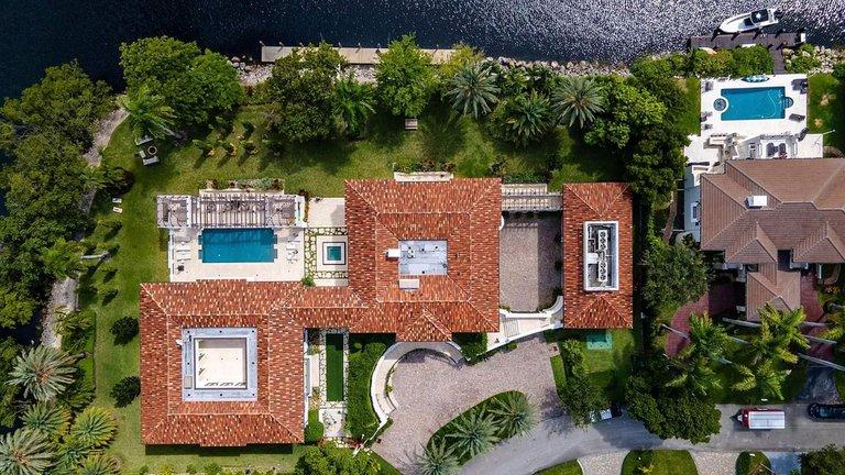 mansión de Marc Anthony